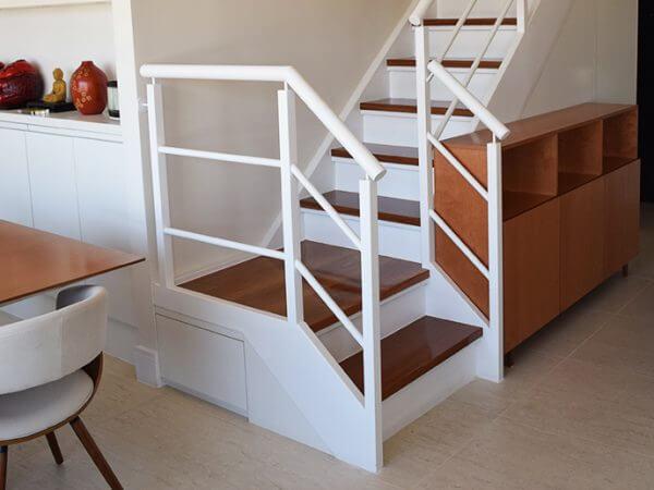 Paulo Yang: escada metálica