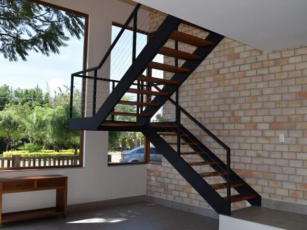 Escada entre vigas